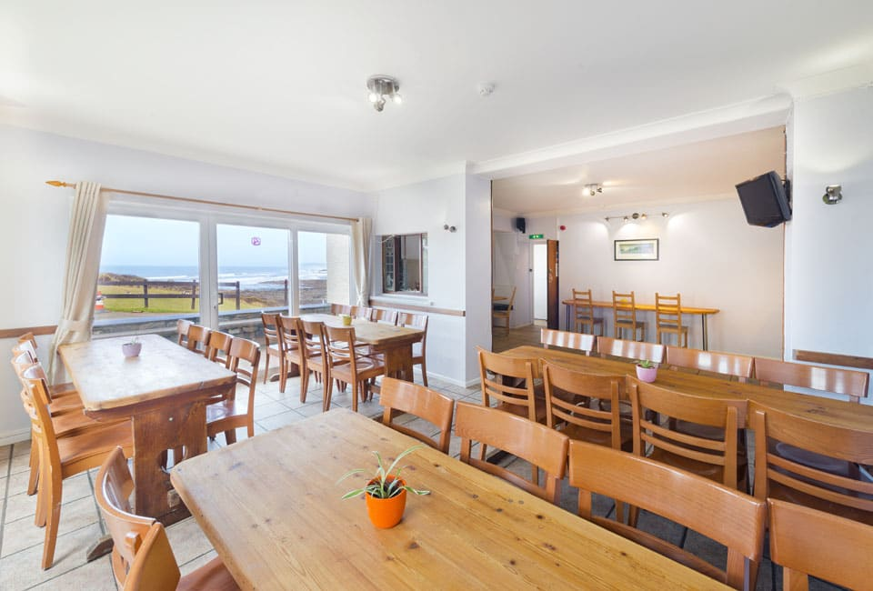 OA Stay accommodation featuring dining room/bar area
