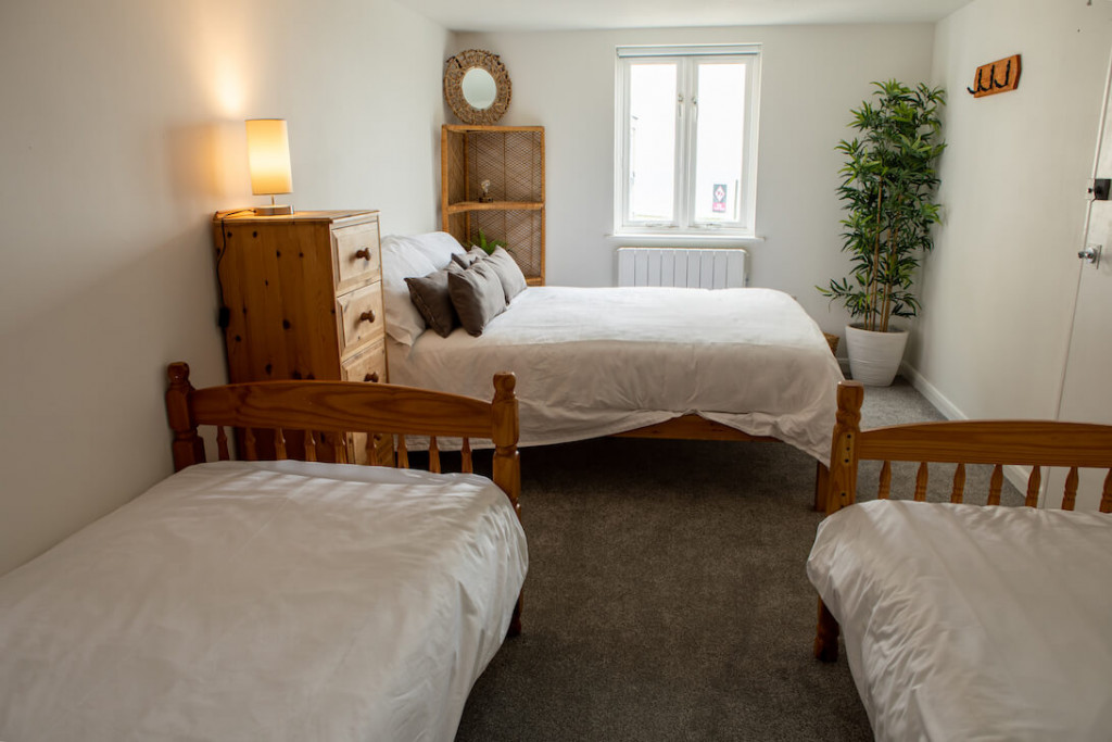 double bed room with twin singles with sea view