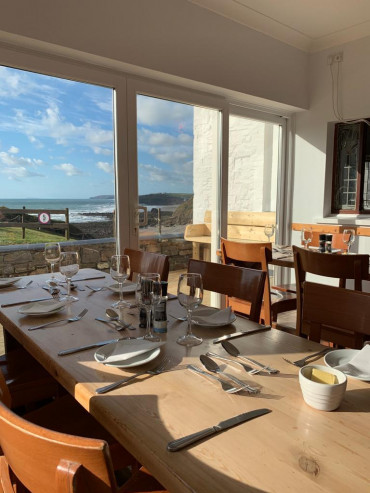oa stay dining room with sea view